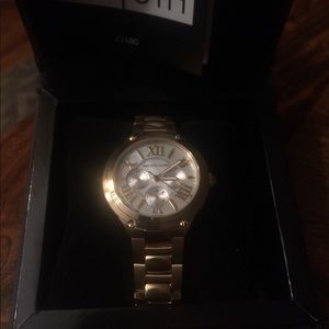 Saks Fifth Avenue - gold watch - Brand New